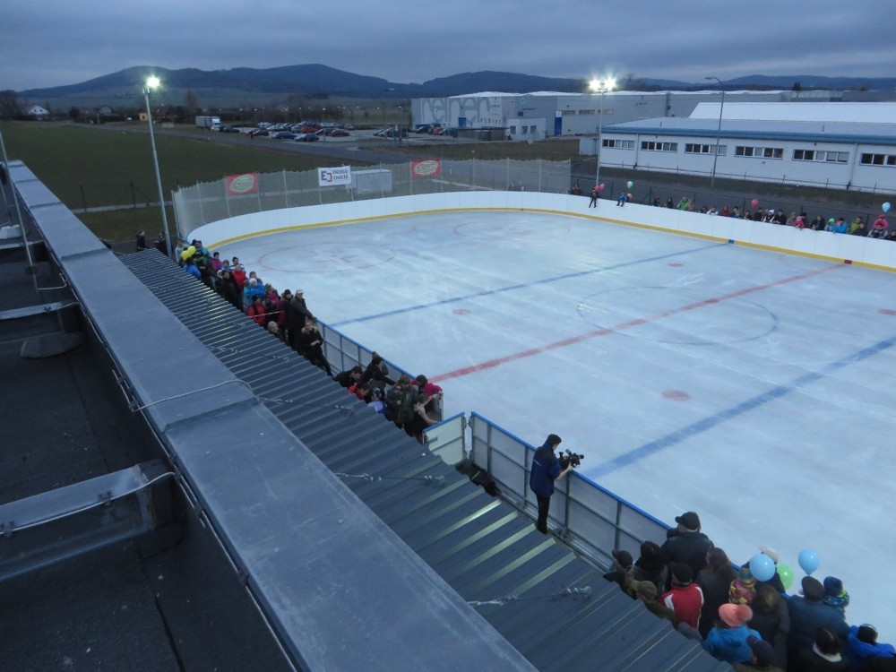 Mobile ice rinks